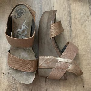 Otbt Bushnell wedges in mid taupe